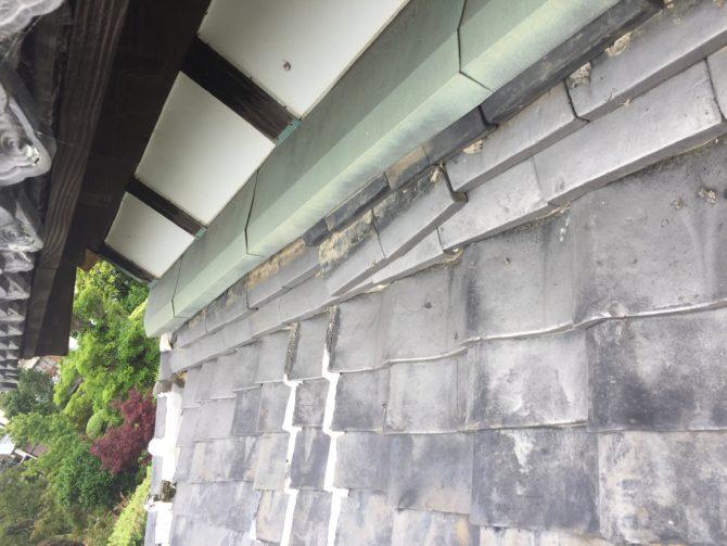 壁沿いの、のし瓦(土居熨斗)修理